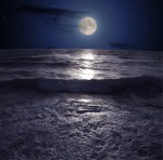 Full_moon_ocean_by_Taryuna.jpg